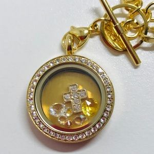 Origami Owl Medium Gold Twist Locket.